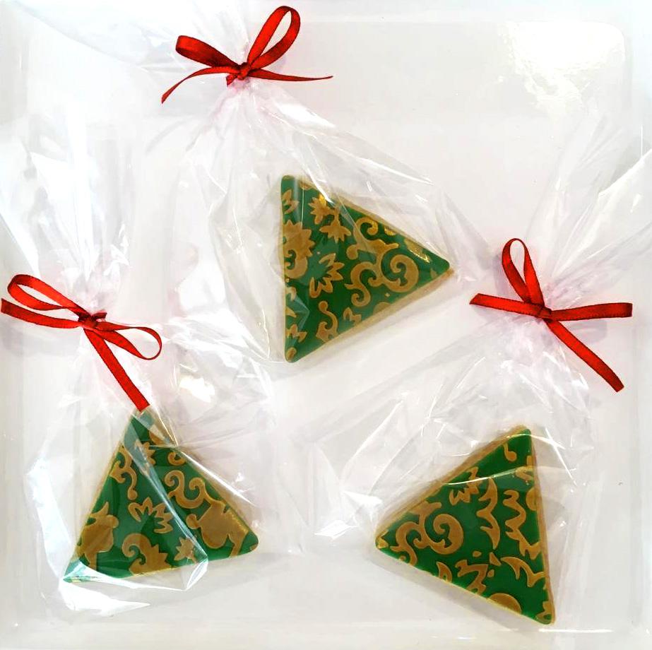 glitzerkeks dreieck rot mit goldenen Ornamenten